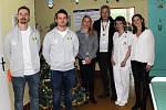 Fotbalisté Baníku Sokolov před vánocemi tradičně zavítali na dětské oddělení sokolovské nemocnice