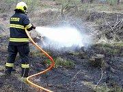 U Bukovan hořela tráva. Během jednoho dne hned dvakrát.