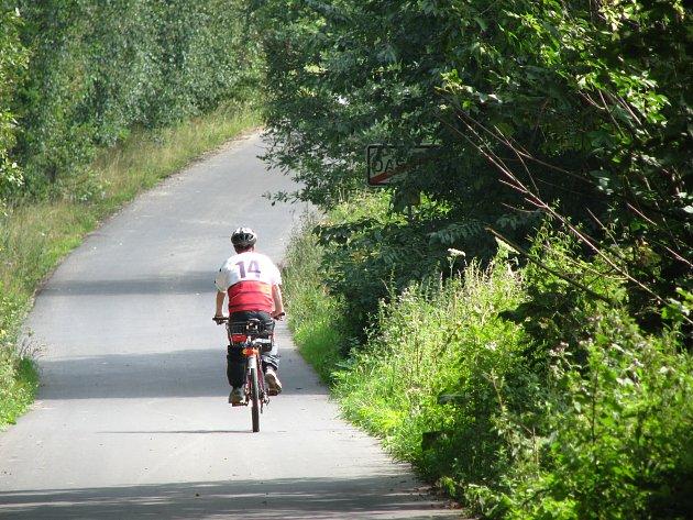 Cyklisté by neměli podceňovat helmy.