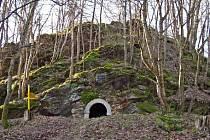 Zříceninu hradu Kraslice lze vidět dodnes nedaleko tohoto známého města.