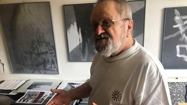 Jiří Jun v ateliéru.
