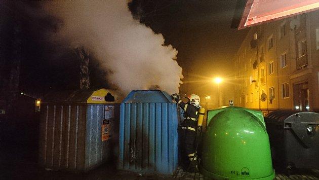 Hasiči zasahovali vkraji hned uněkolika požárů.
