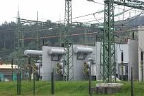 SOKOLOV si slibuje od levnějších dodávek elektřiny úsporu až jeden milion korun. Na snímku je transformovna ve Vítkově u Sokolova.