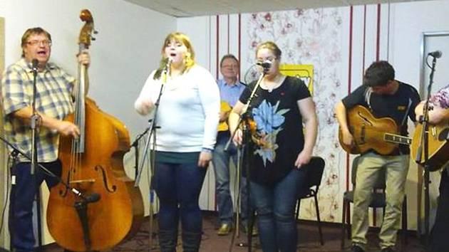 V baru Diana bude znít country a folk v podání kapely Fíci z Habartova.