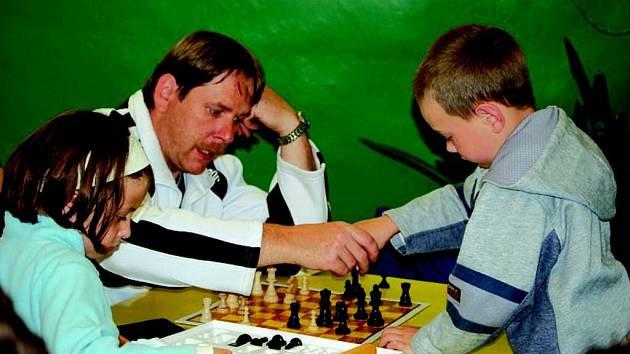Ve Slavkově se v pátek konal Turnaj dvojic v deskových hrách