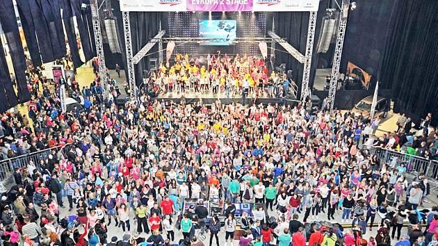 TANEČNICE Miráklu v Brně přispěly i k překonání rekordu v největším počtu  tanečníků v jedné choreografii.