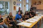 Studentky živnostenské školy Sokolov při návštěvě seniorů v DOP HC Dolní Rychnov
