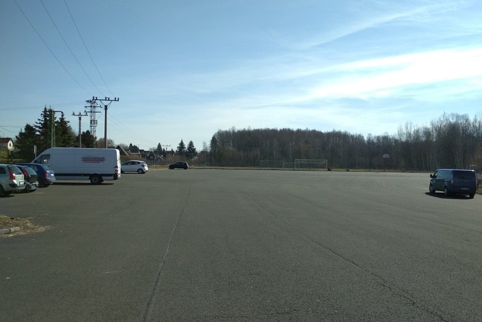 Někteří řidiči si pletou chodovské parkoviště se závodní dráhou.