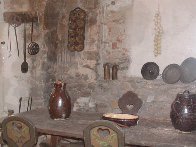 Unikátní černá kuchyně je součástí expozice v muzeu v Horním Slavkově. Město na provoz muzea přispívá částkou 850 tisíc korun. Proto nechce, aby bylo muzeum přes zimu zavřené. Po dohodě tak bude přístupné alespoň několik dní v týdnu.