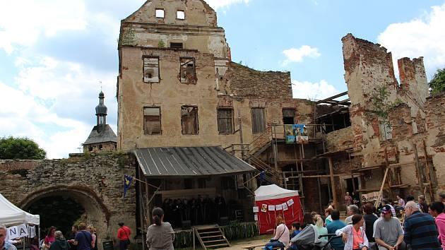 Další ročník Hradních slavností je připraven na obnovovaném hradě Hartenberg v Hřebenech.