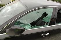 Žárlivec poničil sokovi auto.