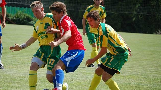 Český reprezentant do 21 let Martin Fillo zle zatápěl sokolovské obraně.