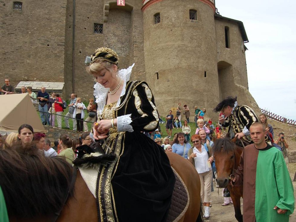 Hlavní program loketských slavností zahájil průvod městem.