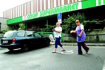 Za parkování na místě pro imobilní osoby hrozí už jen pokuta