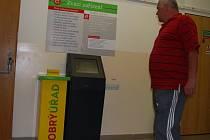 Na sokolovské radnici jsou na třech místech instalovány žluté boxy