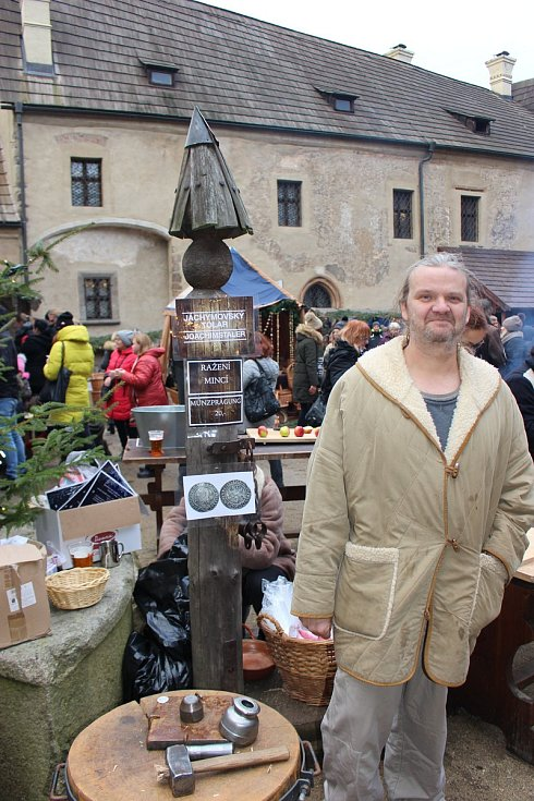 Krušnohorské vánoční trhy v Lokti přilákaly  opět tisíce návštěvníků.