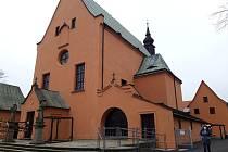 Novou fasádu klášterního komplexu si hlídali stavaři i památkáři.