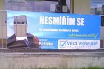 Tak dopadl předvolební plakáty strany Věci veřejné v Chodově.