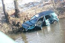 Dopravní nehoda na mostě ze Sokolova do Královského Poříčí.
