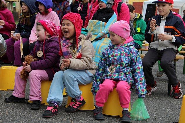 Děti v Citicích oslavily Vítání jara pohádkami