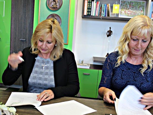 Podpis koaliční smlouvy v Sokolově