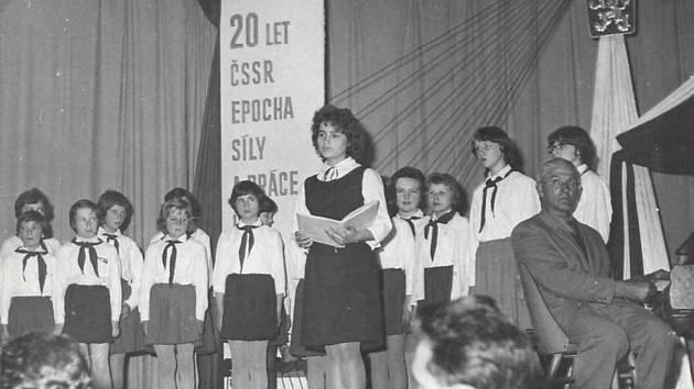 Sbor pionýrů II. základní devítileté školy.