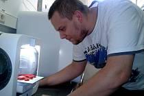 MODERNÍ metodou 3D tisku můžete vyrobit i háček na tašky.