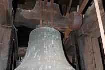 KOSTELNÍ zvon Jan Vilém z roku 1658.