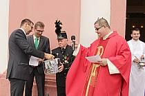 Sbírku na doplnění  dvou zvonů do kostela sv. Vavřince zahájil starosta města v srpnu před svatovavřineckou mší.