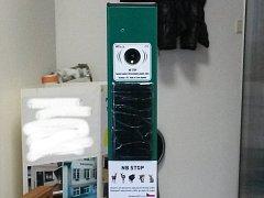 NB Stop parkový sloupek. Odpuzovač - plašič zvěře, který je nyní v provozu u Šenvertu