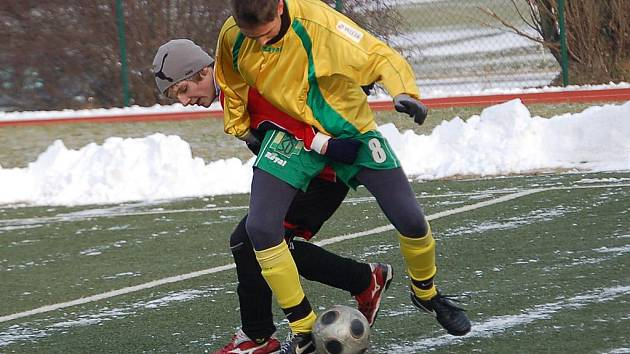 Zimní turnaj SSZ: FK Baník Sokolov U17 - Spartak Chodov B (v černo - červeném)