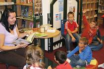 V rámci Týdne knihoven se v okrese konají různé přednášky a besedy pro školy. Děti se při nich dozvídají zajímavosti ze světa knih.