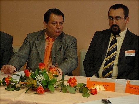 Předseda ČSSD Jiří Paroubek (vlevo) na krajské konferenci v Novém Sedle.