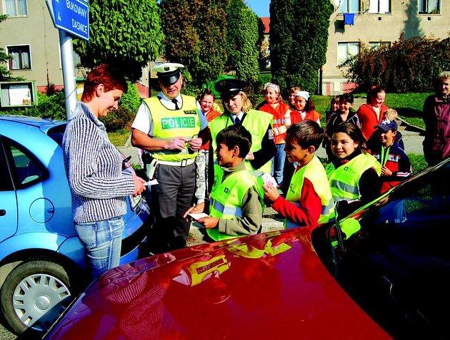 Děti obdarovávaly řidiče za to jak jeli