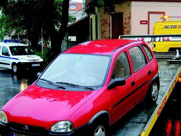 U odtahů automobilů asistovali městští strážníci