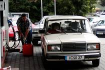 MILIONY KORUN z prodeje pohonných hmot měly plnit napjatý rozpočet Kraslic. Během sedmi let však stavební úřad nevydal stavební povolení.