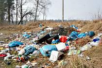 VJEZD u větrného parku připomíná smetiště.