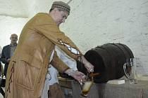 PIVO z vysmolených sudů. Návštěvníky pivovaru čeká bohatý program.