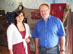JOSEF HOFBAUER na jedné z návštěv Kynšperka nad Ohří, kde Nadace Hermanna Gutmanna pomohla  s otevřením prodejny Kocábka s dárkovým zbožím od klientů Pomoci v nouzi.
