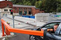DÍKY PROJEKTU nakoupily Technické služby Kraslice nové nádoby na odpad. Kontejnery přibyly i na sběrném dvoře v Lipové ulici, který prochází postupně modernizací. Nyní je tam například nová váha.