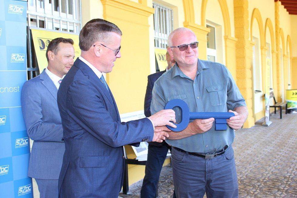 Sociální demokraty povede do parlamentních voleb v kraji Tomáš Svoboda, starosta Kynšperka (vpravo).