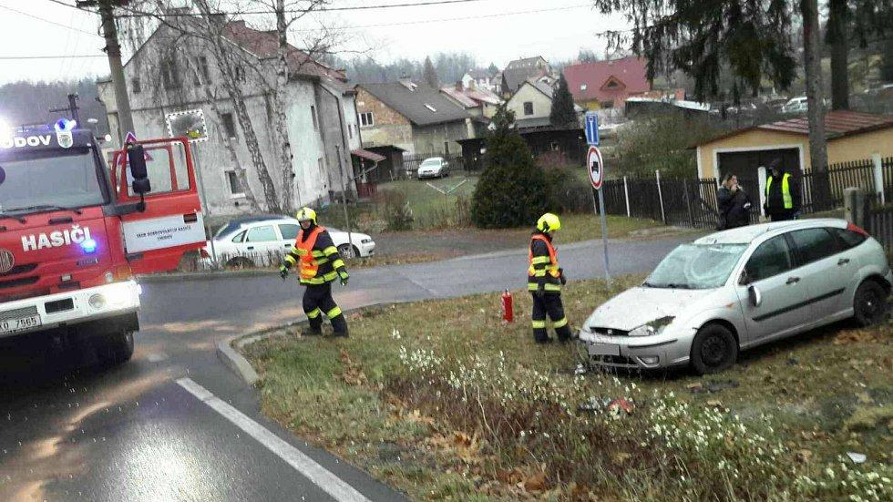 V kraji se stalo několik vážných nehod kvůli ledovce.