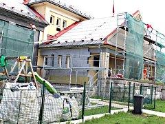Město kraslický šnek postupně rekonstruuje. Nyní je na řadě zateplení fasády.