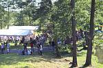 Dvanáctý ročník vodáckého závodu O pohár Povodí Ohře se jel v rámci 15. ročníku Dne Ohře. Ten na louku k dřevěné lávce přilákal desítky návštěvníků.