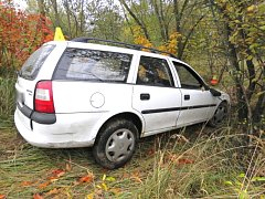 NEHODA V CHODOVĚ s alkoholem. Řidič tam dostal smyk na mokré silnici. Nadýchal 2,87 promile.