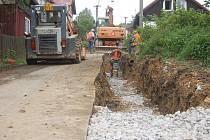 V BUBLAVĚ staví Vodárny a kanalizace Karlovy Vary další část kanalizačního řadu. Pustit by se měly do budování vodovodu ze sousedního Klingenthalu.