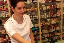 Modafen nebo Paralen Plus, které si měli od května kupovat pacienti ve volném prodeji na občanský průkaz, jsou stále na recept