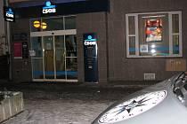 Loupežné přepadení bankovní pobočky v Sokolově.