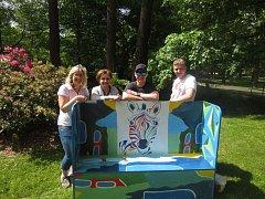 Instalace laviček v Sokolově