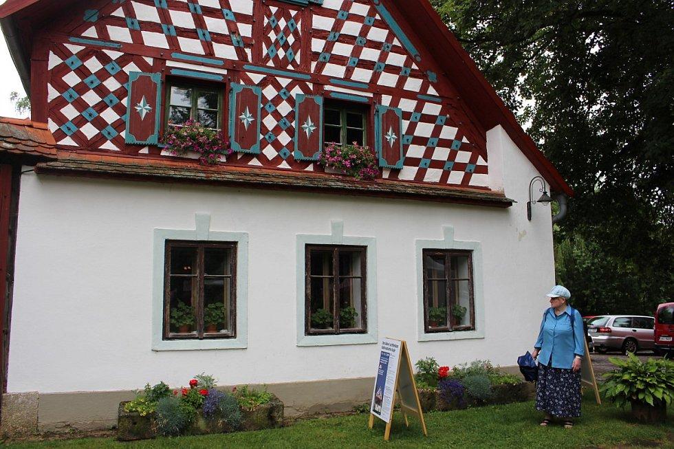 Dny lidové architektury pro Karlovarský kraj byly zahájeny v malebném skanzenu Doubrava u Lipové na Chebsku.